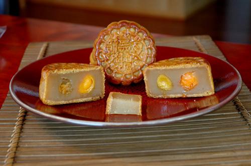 Garden_co_white_lotus_moon_cakes