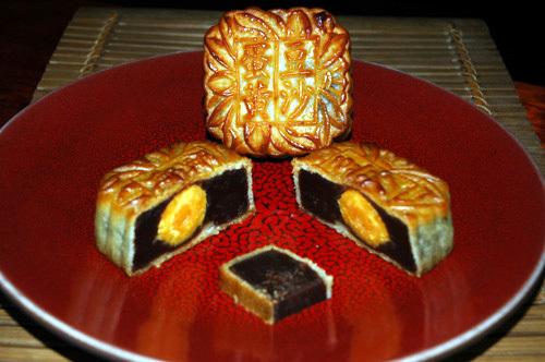 Pearl_river_bridge_red_bean_moon_cake